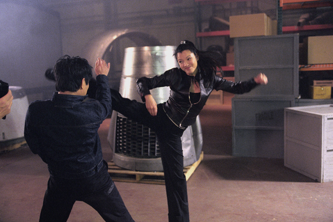 Jet Li and Kelly Hu in Cradle 2